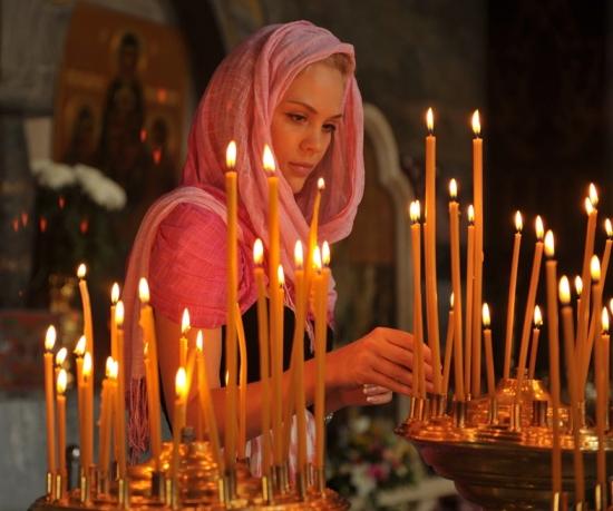 молящаяся женщина