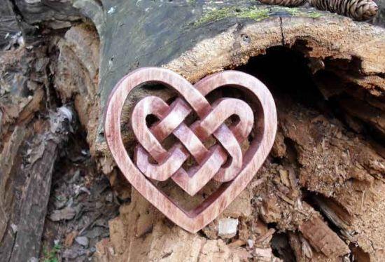 амулет в виде сердца
