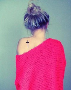 нарисовать крест на плече